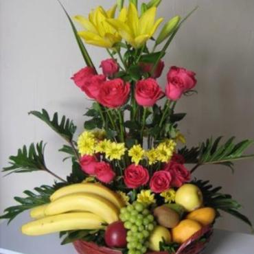 Cesta de Flor y Frutas Mediterráneo